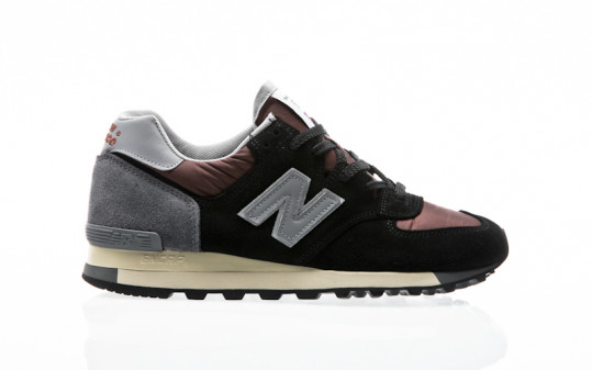 New Balance M575 SNR black-red