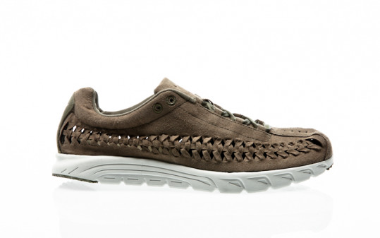 Nike Mayfly Woven medium olive-light bone-black