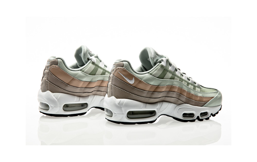 d5826897aa ... Nike Air Max 95 Shoe light silver-white-moon particle ...