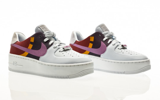 Nike W AF1 Sage Low LX football grey-dark orchid-team red
