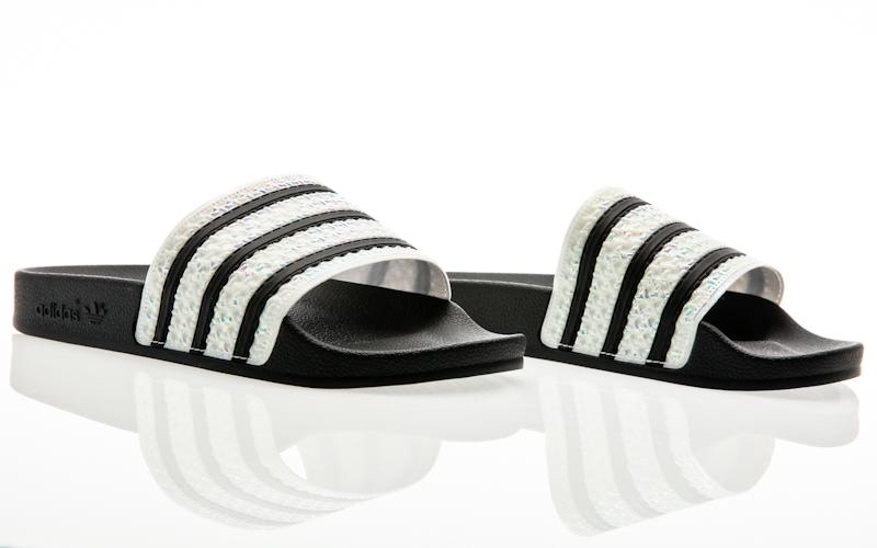 more photos 634a6 8e1d5 adidas Originals Adilette Luxe W core noir-core noir-blanc cassé Femme  Leatherslippers CG6554